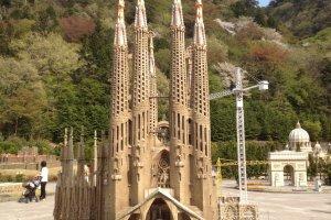 كنيسة ساغرا ادا فاميليا - برشلونه