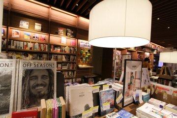 <p>连推销书本的摆设都很有创意!</p>