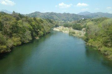 <p>A river under the Kinugawa Limited Express tracks</p>