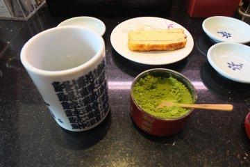<p>ผงชาเขียวตักได้ไม่อั้น</p>