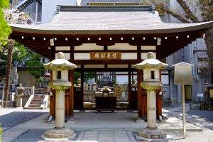 Altar for Nobunaga memorial grave