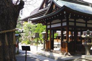 Back view of Honno-ji Temple