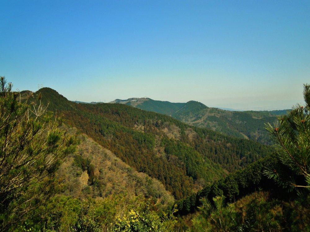 Bukit di sekitar air terjun Minoo sangat sempurna untuk hiking