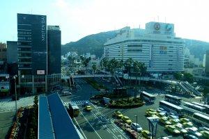 Pemandangan area Stasiun Tokushima dilihat dari gedung Stasiun Tokushima