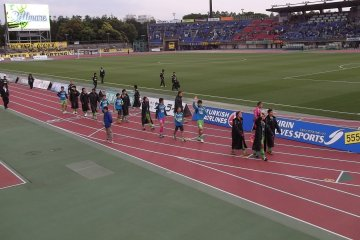 <p>After the game the players walk around to acknowledge the fans and, if they&#39;ve won, to do an entertaining victory dance in front of the home supporters</p>