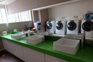 ห้องซักผ้า มีที่ล้างหน้าและไมโครเวฟด้วย