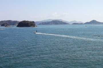 <p>There are plenty of other boats flitting around between the islands and the mainland</p>