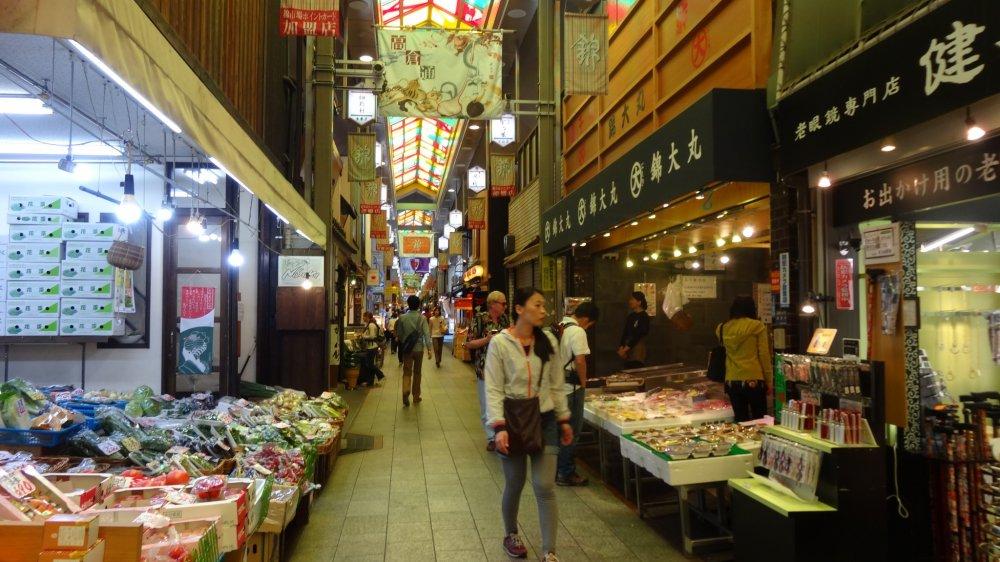 ตลาดนิชิกิ (nishiki) ตลาดที่มีชื่อที่สุดในเกียวโต
