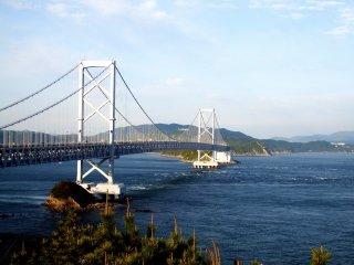 Cầu Naruto, nối liền Tokushima với đảo Awaji