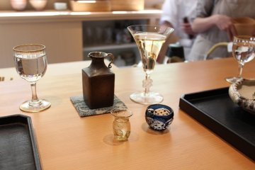<p>A refined sake bottle and a white wine glass. Jikimiyazawa&#39;s&nbsp;utensils radiate with sophistication</p>
