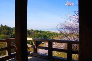 舞台の西から京都の街を望む