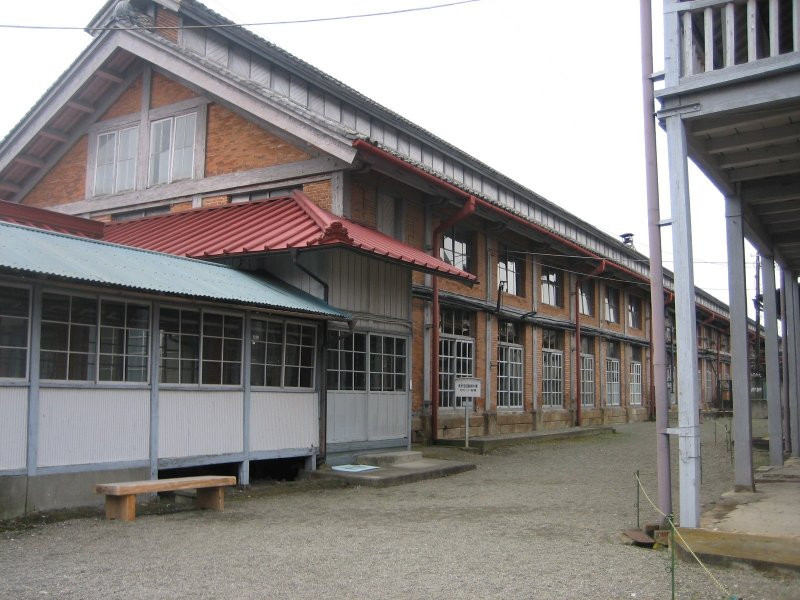 Built nearly 150 years ago, Tomioka Silk Mill escaped the war without damage. Adjacent to the mill are the offices, cocoon warehouse, and more.