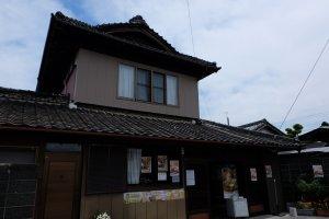 ร้านขายของที่ระลึก ภายในรับฝากสัมภาระด้วย คิดค่าฝาก 200 เยน