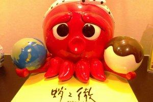 The mascot of Takanotetsu Pizza Ball House in Umeda, Osaka