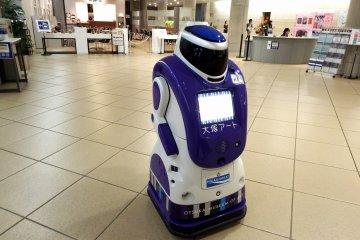 <p>Guide robot, &#39;Otsuka Art-kun&#39;, is available to guide you around the museum for an hour or so</p>