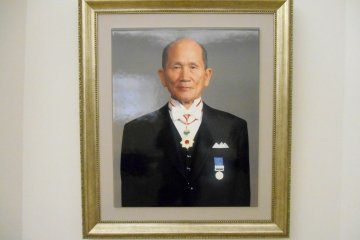 <p>Portrait of Masahito Otsuka (1916 - 2000), ex-CEO of Otsuka Holdings and the director of Otsuka Museum of Art. This portrait is of course one of the ceramic board paintings reproduced using their special technology &nbsp;</p>