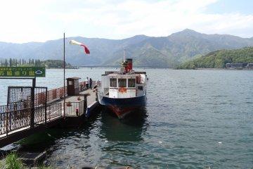 <p>ท่าเรือสำหรับล่องเรือชมทะเลสาปคะวะกุชิโกะ และภูเขาฟูจิ</p>
