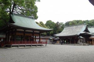 ศาลเจ้ามุซะชิ อิชิโนะมิยะ ฮิกะวะ (Musashi Ichinomiya Hikawa) หรือเรียกสั้นๆ ว่า 'ศาลเจ้าฮิกะวะ'