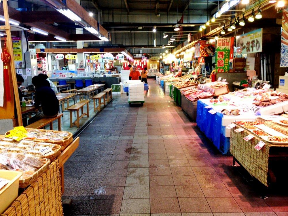 Maizuru port toretore fish markets kyoto japan travel for Japan fish market