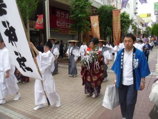 There are Shinto priests as well as samurai, no doubt blessing the occasion.