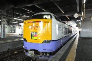 Tsugaru Limited Express ที่สถานี JR Akita