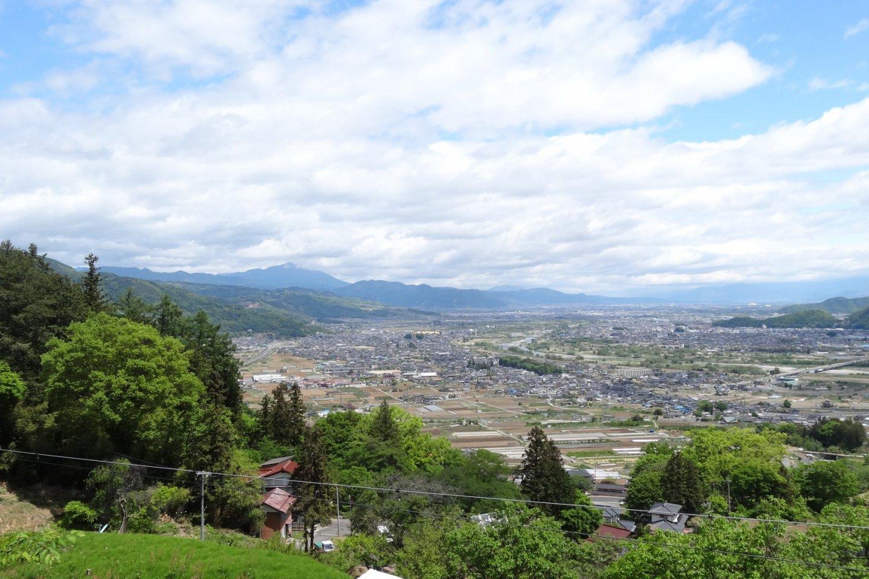 วิวเหนือเมืองนากาโนะจากบนรถไฟสาย JR Shinetsu Main Line