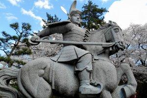 侍大将姿も勇ましい、結城秀康の銅像