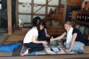 โม่หินที่ใช้บดชาญี่ปุ่นสมัยโบราณ