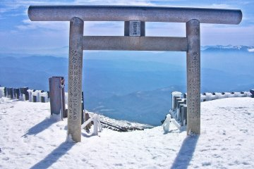 <p>Grand &#39;Torii&#39; at entrance to peak of Mount Ontake</p>