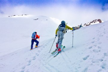 <p>Some of the several skiers descending near &#39;Kyu-go-me&#39;</p>