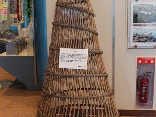 展示室に陳列されている昔の漁具