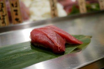<p>Delicious tuna at Uogashi&nbsp;NihonIchi Sushi Bar in Shibuya</p>