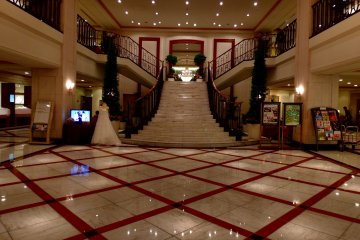<p>Gorgeous and pretty entrance hall of Hotel Nikko Princess Kyoto</p>