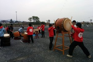 The taiko group from Tokyo raised everyone's spirits, and maybe even the kites!