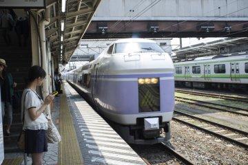 <p>The arrival of the Super Azusa train at Hachioji Station</p>
