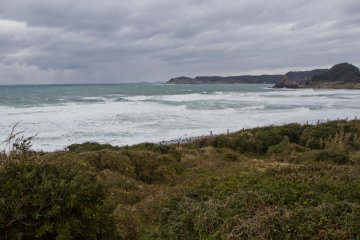 <p>Surf on a windy winter day</p>