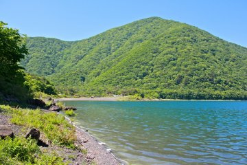 <p>Crystal clear waters you&#39;ll want to dip your toes into the lake immediately!</p>