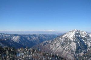 Photo montrant les Alpes japonaises et le mont Norikura