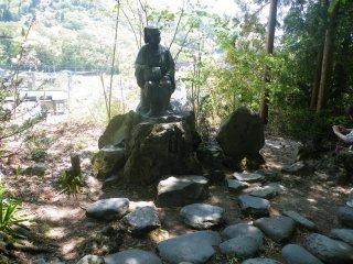 Nhà thơ, Matsuo Basho, đã viết một bài thơ nổi tiếng trong thời gian ông ở đây tại Yamadera.