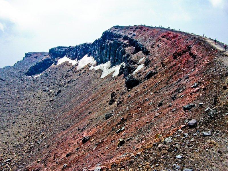 """Подход к вершине """"Маэ-какэяма"""", официальной вершине горы Асама"""