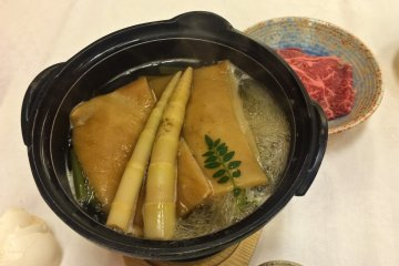 <p>Akita&nbsp;Sukiyaki (steamed steak), and bambo root soup</p>