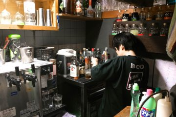 <p>Знакомьтесь, Мио-сан, лучший человек в баре Бо, который приготовит для вас потрясающие коктейли.</p>