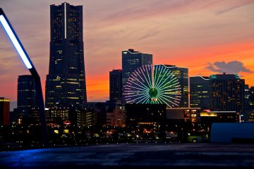 อาทิตย์อัสดงที่ท่าเรือโอซานบาชิ, โยโกฮาม่า