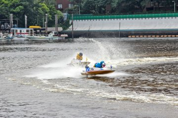 Exciting Boat Race in Heiwajima