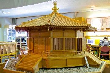 <p>1/10 scale model of Yume-dono Hall (Horyu-ji i center)</p>