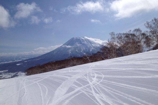 Le mont Yōtei, surnommé Ezo-Fuji, le « mont Fuji d'Hokkaidō », à Niseko
