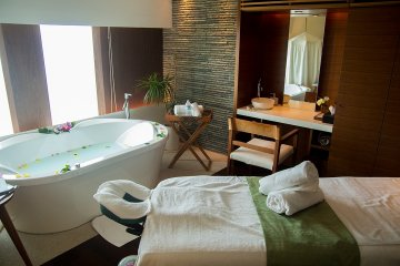 <p>Spa Treatment Room. Here you can soak and recieve one of the many massage treatments</p>
