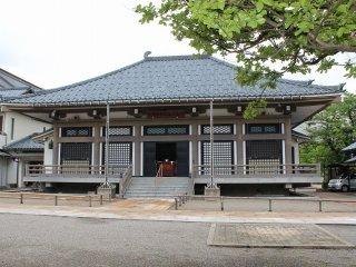安政元年の大火、明治35年の大火と、度々の火事に見舞われた光照寺は昭和33年の再建を機に鉄筋コンクリート造にされた