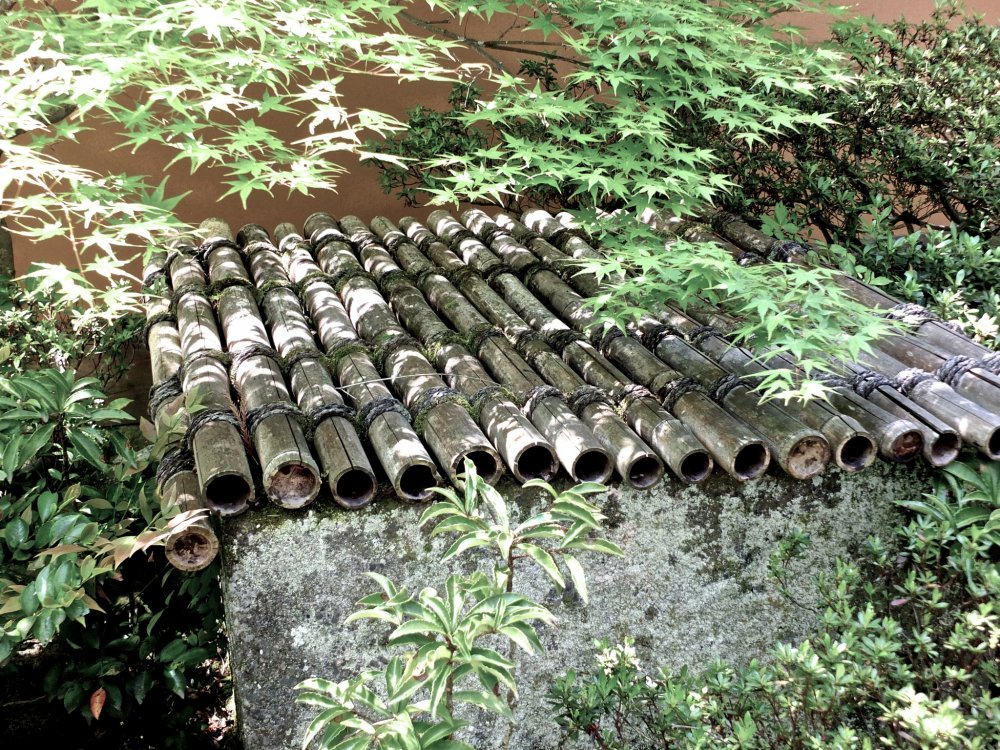 A bamboo well cover