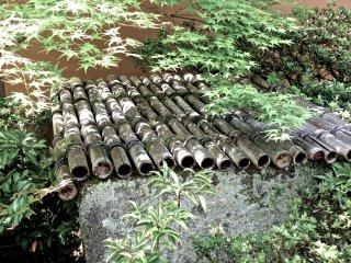 Хорошо крытая бамбуком крыша
